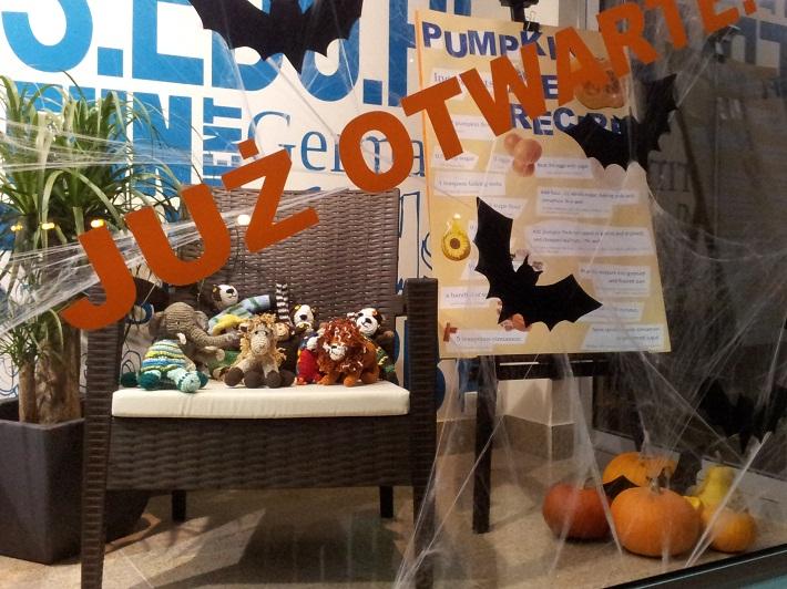 Halloween na witrynie szkolnej to pole do popisu